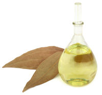 Bay leaves with essential oil