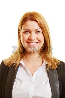 Frontales Portrait einer blonden Frau