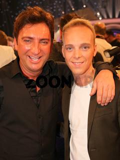 Sänger Freddy März vom Duo Fantasy mit Sohn Sänger Sandro nach der ARD TV-Show Schlager Countdown in Oldenburg am 25.03.2017