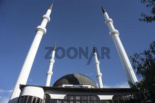 Moschee mit Minaretten in Sanski Most, Bosnien