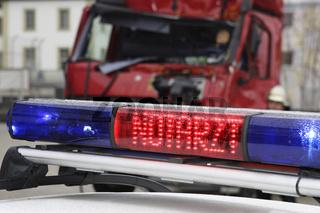 Notarzt beim LKW Unfall