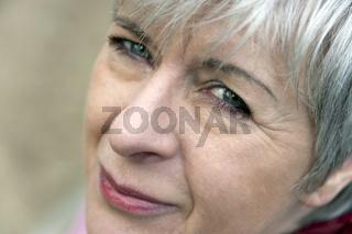 Portrait einer Dame zwischen 50 und 60