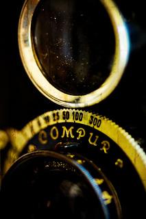 Sucher und Objektiv eines alten Fotoapparates