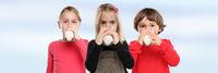 Kinder trinken Milch Glas gesunde Ernährung Banner Textfreiraum Copyspace