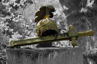 Friedhofsklulptur - Schwert und Helm | Cemetery sculpture - sword and helmet