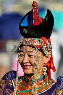 Mongolische Frau in traditioneller Deel-Kleidung, Ulanbator, Mongolei