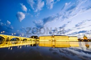 Pont Neuf und Hotel Dieu St. Jacques an der Garonne, Toulouse, Frankreich