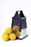 Zitronen vor Reibe
