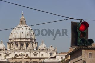 rote Ampel vor Petersdom