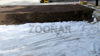 Securing soil contamination by PAHs on the grounds of a school by applying a geotextile