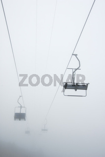 Sesselbahnen im Nebel - Chairlift, foggy weather