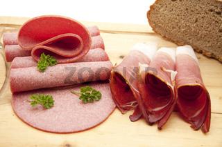 Wurstplatte mit Brot