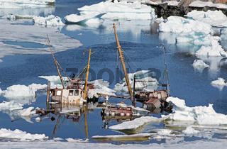 Ein ausgedientes Fischerboot auf dem Schiffsfriedhof in der Disko-Bucht, Groenland   A finished fisher-boat on the ship-graveyard in the disco-bay, Greenland