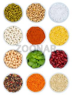 Kräuter und Gewürze Gemüse Sammlung von oben isoliert Hochformat freigestellt Freisteller