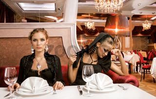 Dining Beauties