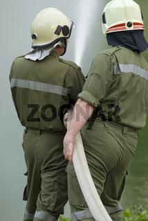 Freiwillige Feuerwehr beim Spritzen, Reichraming, Oberösterreich, Österreich