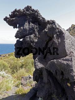 Lava im Tal der Monster auf Vulkano, Liparische Inseln, Italien
