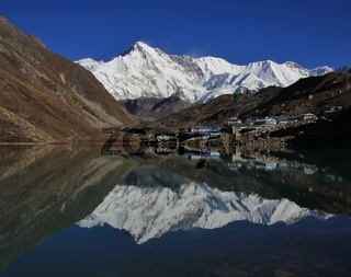 Autumn morning in Gokyo