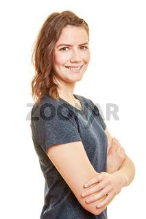 Sportliche junge Frau mit verschränkten Armen