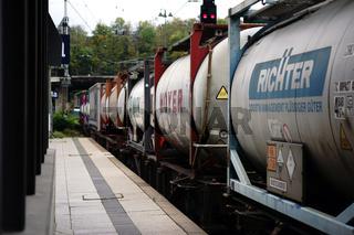 Zug mit Flüssigkeit Tanks