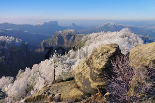 Elbsandsteingebirge im Winter Carolafelsen - Elbe sandstone mountains in winter and hoarfrost