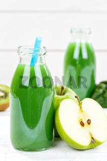 Grüner Smoothie Saft Apfel grün Kiwi Spinat Hochformat Fruchtsaft Frucht Früchte