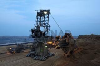 großer Bagger im Tagebau