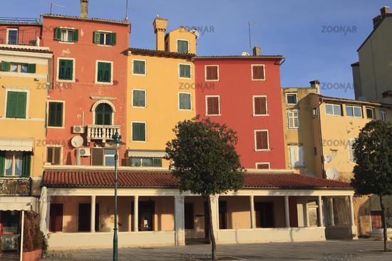 Bunte Hausfassaden | Colorful house facades, Rovin