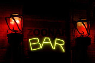 Bar mit roten Laternen