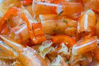 Ausgekochte Garnelenschalen, Chili und Thymian