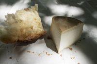 Ziegenkäse aus Korsika mit Brot