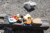 Bergsteiger-Snack auf Holz