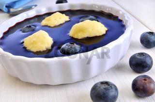 Blaubeersuppe mit Grießklößchen