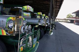 Neue Jeepneys vor der Auslieferung