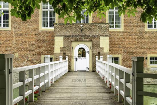 Bridge to castle Hülshoff, nearly Havixbeck, North Rhine-Westphalia, Deiutschland