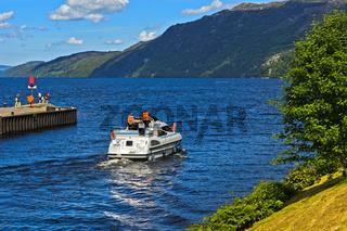 Münding des Kaledonischen Kanals in den See Loch Ness, Fort Augustus,Schottland, Grossbritannien