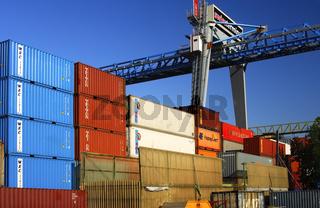 Containerstapel und Laufkatze