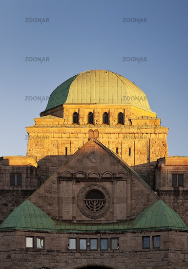 old synagouge of Essen in evening sun, Essen, North Rhine-Westphalia, Germany, Europe