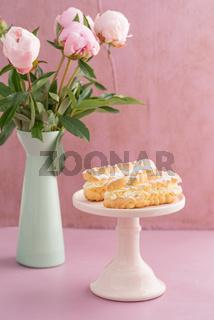 Eclairs mit Buttercreme-Füllung