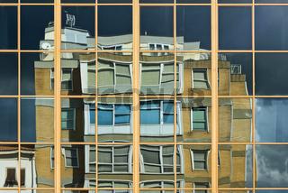 Gespiegelte Hausfassade