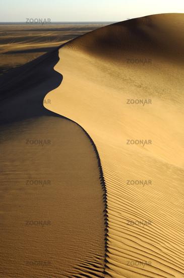 Scharfer Grat in den Sanddünen des Erg Muzuruq