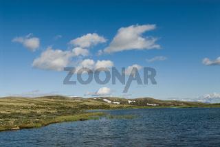 Hochebene mit See in Lorsdalen, Norwegen