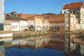 abrisshaus in antwerpen, graffity