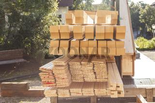 Ein Holztransport: Das neue Dach kann entstehen, das Material ist da.