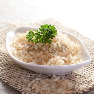 Reis in Schale