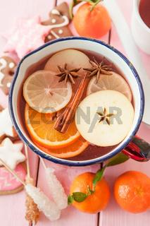 Winterpunsch mit Orangen