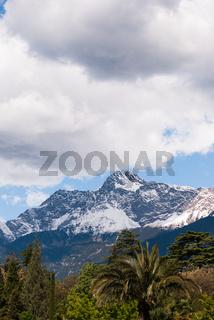 Blick von Meran auf die umliegenden Berge