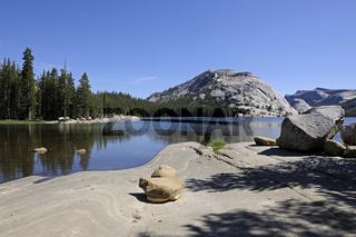 Morgenstimmung am Tenaya Lake im Yosemite Nationalpark, Kaliforn