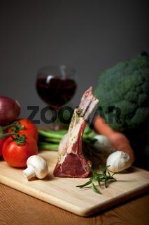 Lammfleisch und gemischtes Gemüse