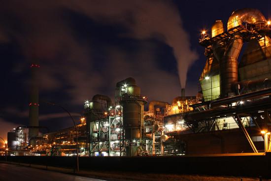 Norddeutsche Affinerie bei Nacht